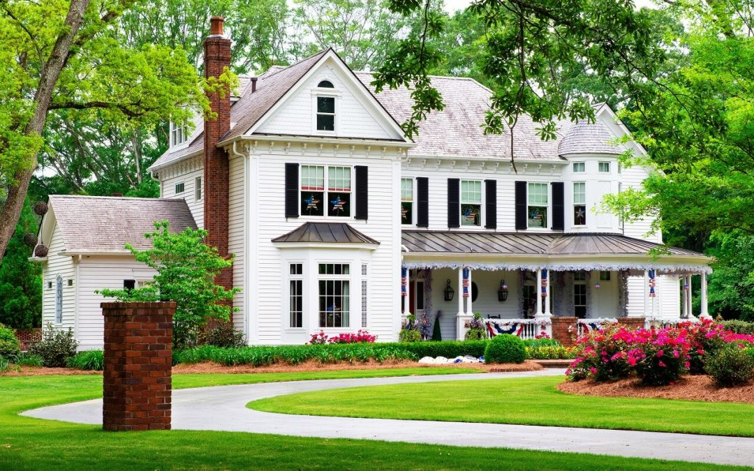 a house that has practiced summer lawn maintenance